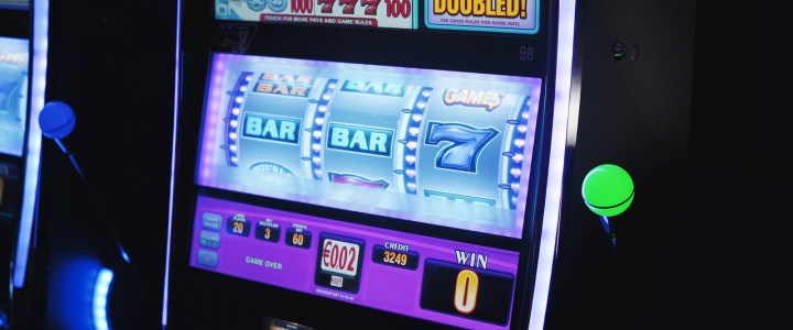 Simple Tips on How to Play Online Gambling Slots
