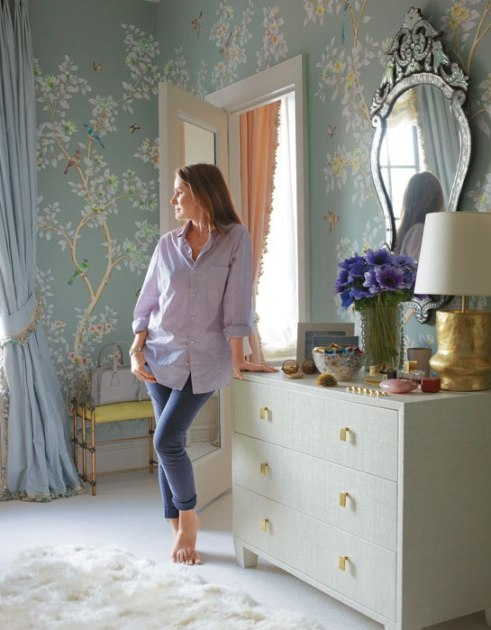 cn_image_3.size.aerin-lauder-beauty-at-home-00-aerin-lauder-new-york-city-dressing-room