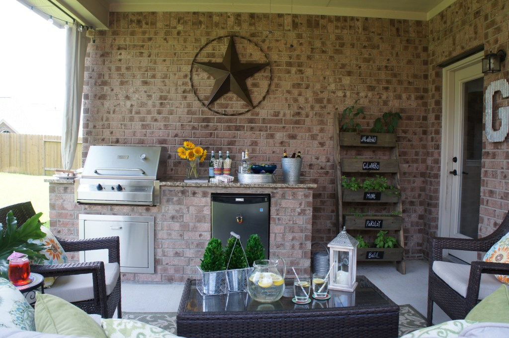 Small Outdoor Kitchen and Outdoor Living Area - Houston, TX