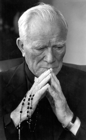 FATHER PATRICK PEYTON PRAYS ROSARY