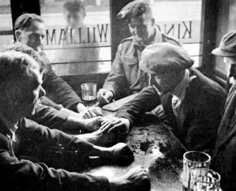 Old-Photograph-Men-In-Pub-In-Glasgow-Scotland-1024x712