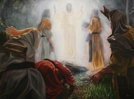 Sur la montagne, entre Moïse et Elie, Jésus est transfiguré devant Pierre, Jacques et Jean.