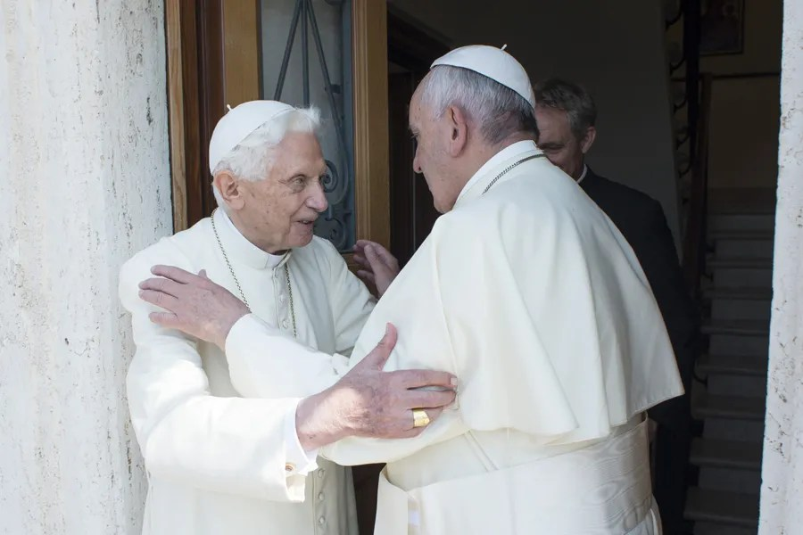 Benedict XVI Sends Birthday Wishes To Pope Francis