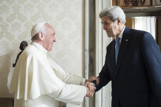 Pope_Francis_meets_US_Secretary_of_State_John_Kerry_at_the_Vatican_Dec_2_2016_Credit_LOsservatore_Romano_CNA.jpg