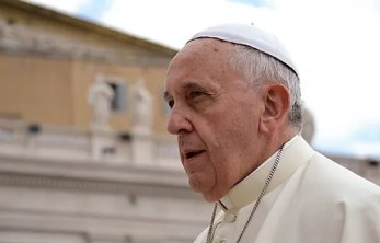 Pope Francis in St. Peter's Square, May 28, 2014. Credit: Daniel Ibanez/CNA.