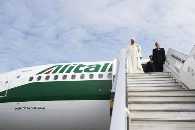 Pope Francis arrives at the Quito airport in Ecuador during his South America trip on July 5, 2015. Credit: L'Osservatore Romano/CNA.