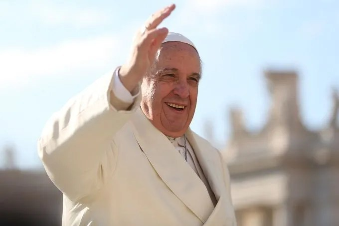 Pope Francis greets pilgrims in St. Peter's Square during his Feb. 18, 2015 general audience. Credit: Daniel Ibáñez/CNA.