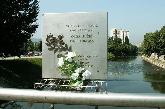 https://i2.wp.com/www.catholicnewsagency.com/images/size680/Vrbanja_bridge_in_Sarajevo_Bosnia_and_Herzegovina_commemorating_Suada_Dilberovic_and_Olga_Sucic_Credit_jaimesilva_via_Flickr_CC_BY_NC_ND_20_CNA.jpg