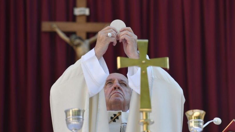 POPE FRANCIS ON CORPUS CHRISTI: JESUS IN THE HOLY EUCHARIST TEACHES US TO GIVE OURSELVES TO OTHERS.