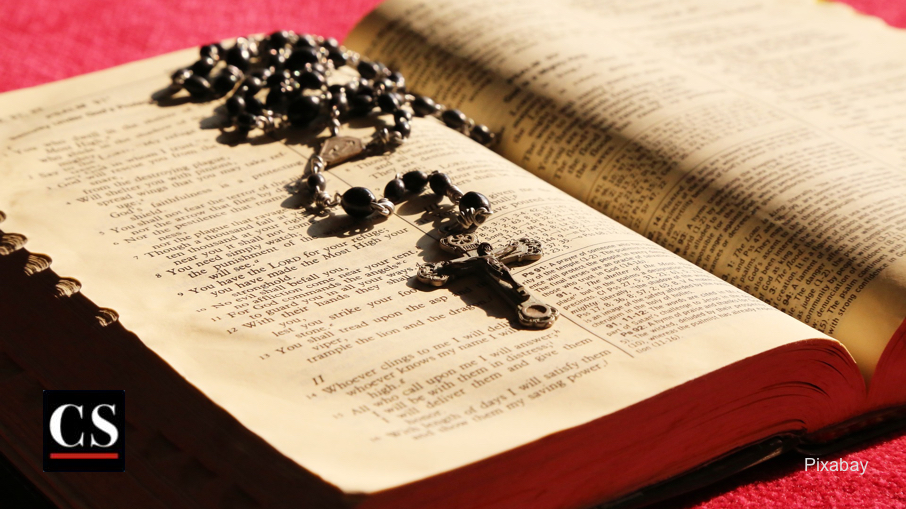 Pixabay - Rosary Bible