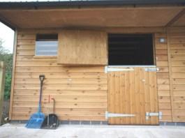 cat-kayu-untuk-Stable Door
