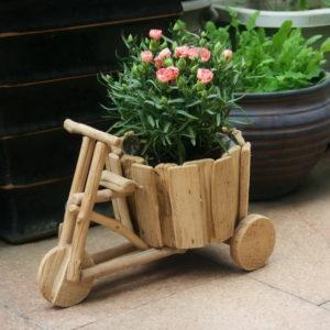 Ide Kreasi Rak Pot Beroda Menggunakan Kayu Bekas