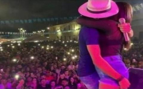 video mulher casada sobe em palco beija cantor e pede para retirar video do ar veja 1