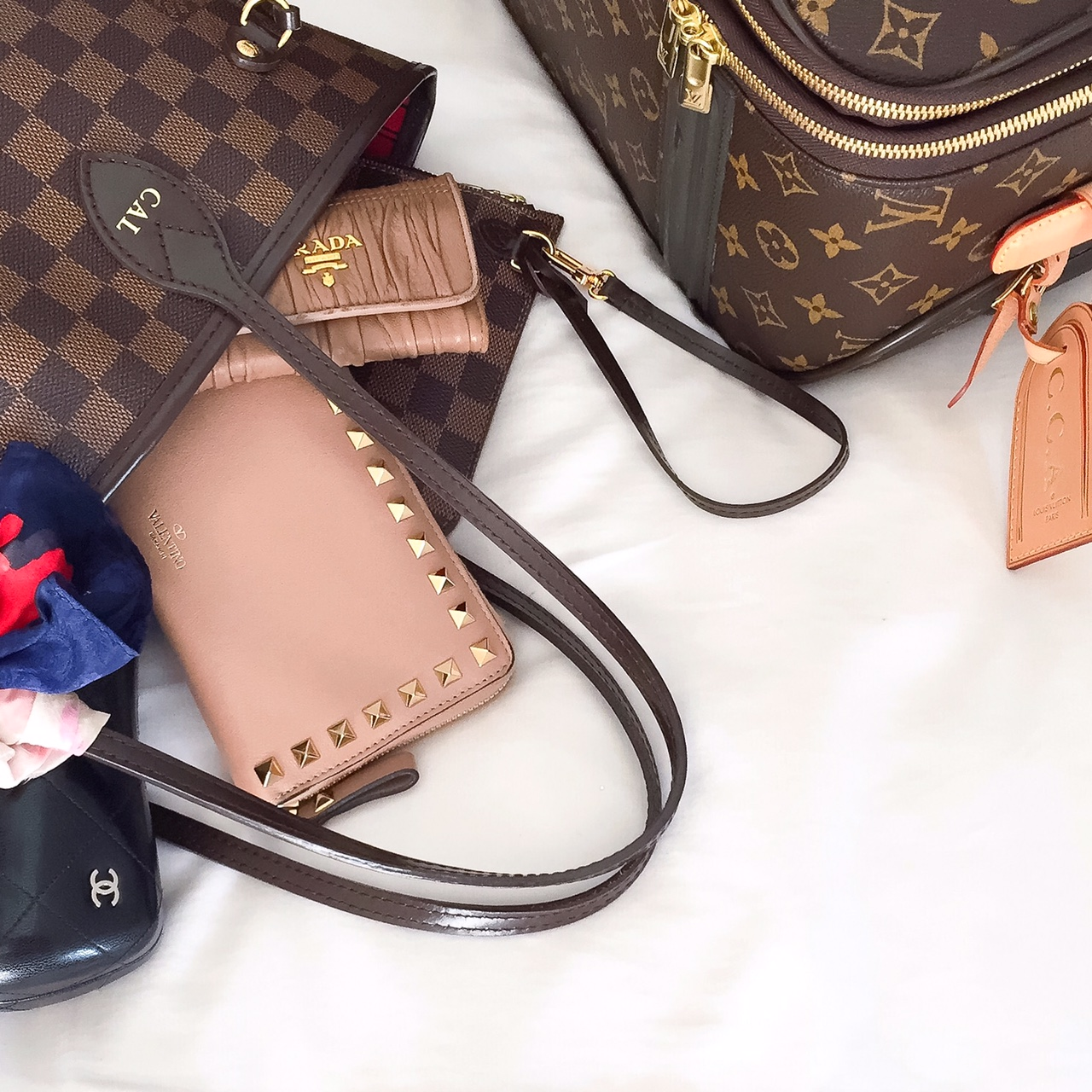 Louis Vuitton Tote Review ... In Pursuit Of The Neverfull - Cat s ... acfb8a2893a24