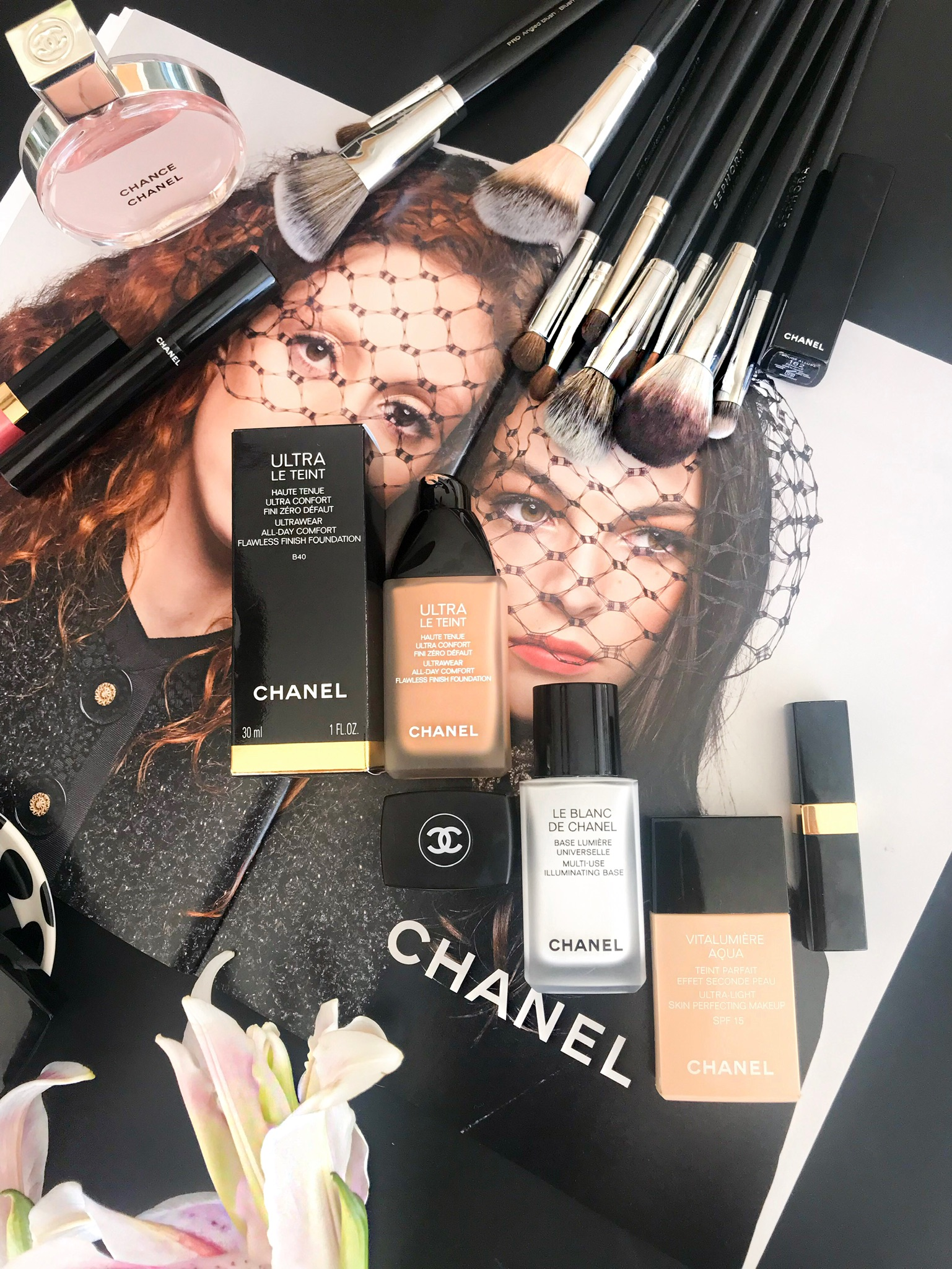 f5d17fb7678 Enriched with Chanel s Luminous Perfection soft-focus powder