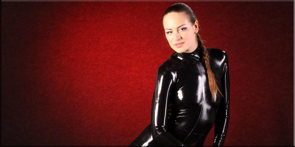 Katja in schwarz