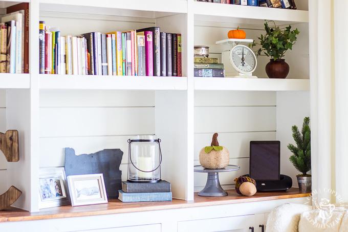 bookshelf decorating