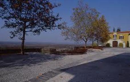 Veduta sulla Valle del Ticino e sul fondo Villa Parravicino nella piazza omonima di Tornavento