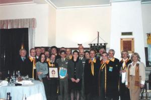 Foto di gruppo con i Cavalieri del Fiume Azzurro e il Col. Coll del RIMZ SABOYA N.6