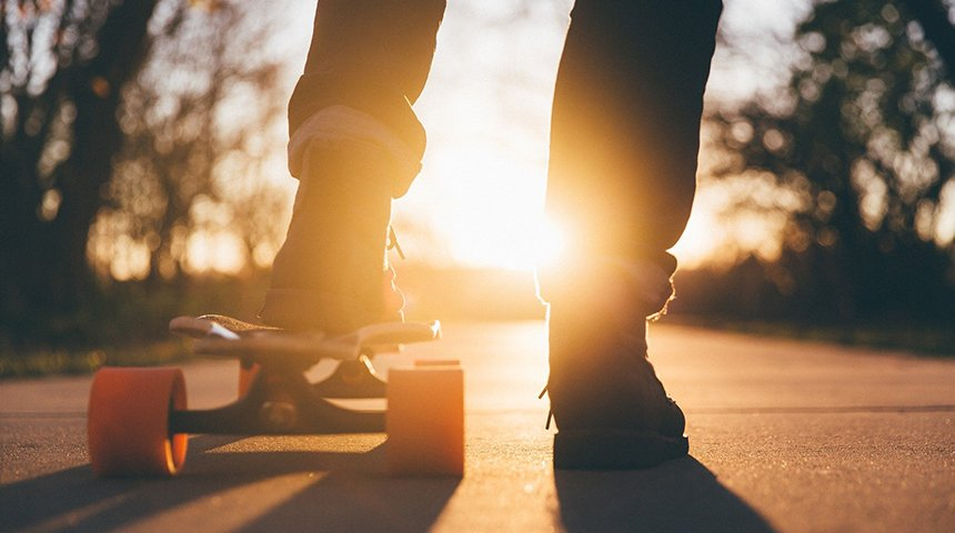 adolescente su skateboard (1)