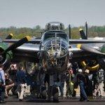 """VÍDEO: """"The Doolittle Tokyo Raiders"""" comemoram o aniversário do ataque a Tóquio com 'revoada' de 17 B-25"""