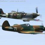 IMAGEM DA SEMANA: Tomahawk e Spitfire sobre Seattle