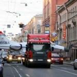 IMAGENS: Transporte de um jato Eclipse pelas ruas de Moscou