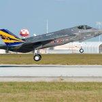 Caça F-35C voa em velocidade supersônica pela primeira vez