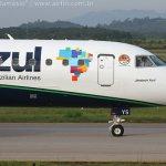 IMAGENS: Embraer 195 da Azul com emblema do 1º Grupo de Aviação de Caça