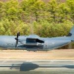 IMAGEM: Voa o C-130 de número 2.400