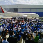 Boeing apresenta o primeiro 787 Dreamliner fabricado na sua unidade da Carolina do Sul