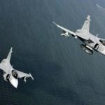 IMAGENS: Caças Gripen tchecos partem para missão de Policiamento Aéreo do Báltico