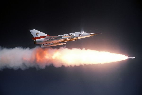 AAM Genie AIR-2A. Impressionante a chama da ignição (Foto: Coleção particular do editor)