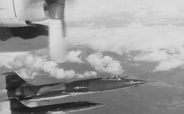 O Starfighter lutou no Vietnã entre 1965 e 1967. Sua ficha de combate não é nada boa: Sete aeronaves perdidas, uma abatida por um MiG e nenhum inimigo abatido. (Foto: 916th Starfighter)