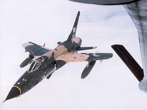 Os F-105s começaram a efetuar ataques no Vietnã no início de 1965. (Foto: uploadimage)