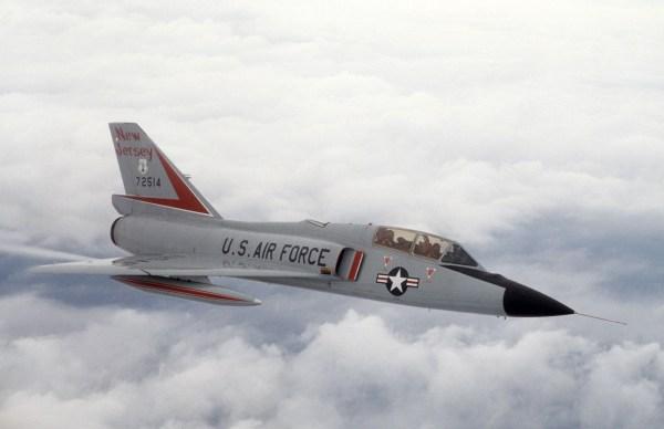 A versão biplace de treinamento revelou-se muito bonita e altamente funcional. (Foto: 177th Fighter Interceptor Group)