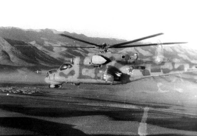 Mil Mi-24 operando no Afeganistão, o Vietnã soviético... (Foto: Coleção particular)