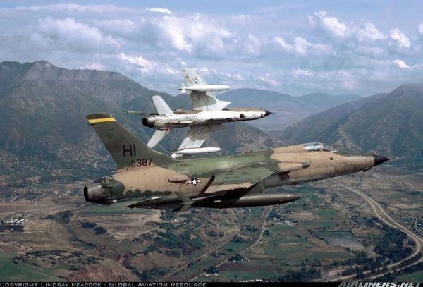 F 105 3 600x407 - CAÇAS CENTURY: Republic F-105 Thunderchief