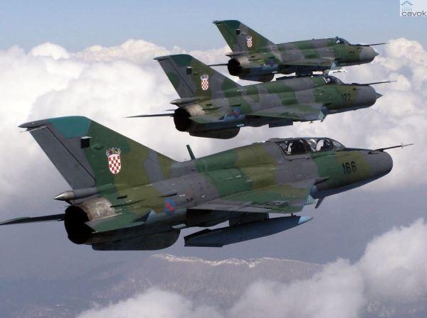 Caças MiG-21 croatas que serão modernizados na Ucrânia.