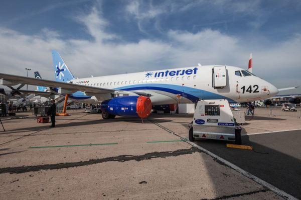 O primeiro Sukhoi Superjet 100 da companhia aérea mexicana Interjet, exposto no Paris Air Show 2013. (Foto: Russos Live Journal)
