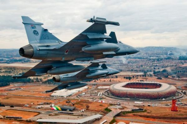 """A SAAF encomendou 28 caças Gripen C/D em 1999 como parte de um """"pacote de defesa estratégica"""". (Imagem: Frans Dely)"""