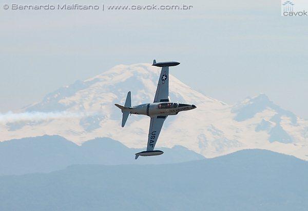 Greg Colver e seu jato P-80 Shooting Star. (Foto: Bernardo Malfitano / Cavok)