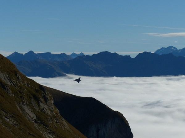 O caça Gripen NG em demonstração na Suíça.
