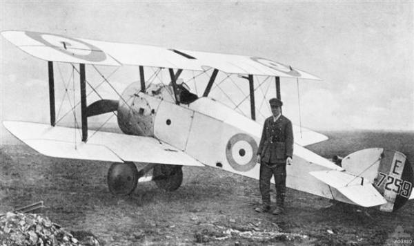 SOPWITH F.1 CAMEL (1917). Derivado do Pup e do Triplane, foi um dos melhores aviões de caça da Primeira Guerra Mundial, foi também quem registrou maior numero de vitórias (1.294).
