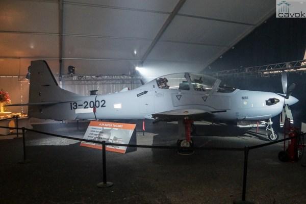 Foto do primeiro A-29 feito nos EUA para a USAF, durante a cerimônia de apresentação em Jacksonville. (Foto: Embraer)