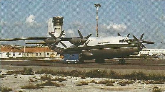 O Iraque tinha muitos aviões de transporte, principalmente de fabricação soviética. O Antonov An-12 era muito usado, juntamente com o llyushín Il-76.