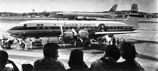 DC-7C da Panair. O aeroporto provavelmente é Heathrow. Reparem no Tupolev Tu-114 Rossiya, ao fundo