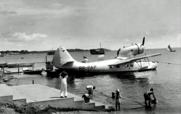 Panair do Brasil. Fairchild 91 – Baby Clipper, registro PP-PAP (cn 9402). Hidroporto de Santarém, em 1937. O Fairchild 91 – Baby Clipper tinha capacidade para transportar dois tripulantes ( pilotos ) e oito passageiros.