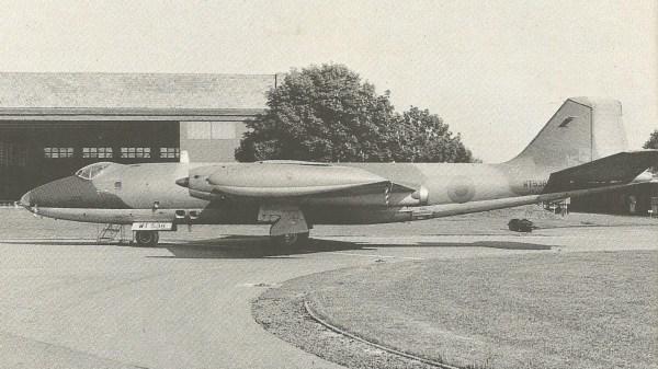 Os quatro PR.Mk 7 dc Esquadrão 100 tiveram sua identificação de unidade retirada e receberam insígnias britânicas pequenas, provavelmente para missões clandestinas