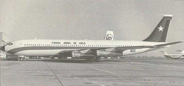 O Boeíng 707 da Força Aérea do Chile, que esteve na Grã-Bretanha várias vezes,em 1982, para apanhar peças de reposição para os Hunter e Canberra.